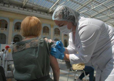 В Москве вакцинировались более 60% жителей
